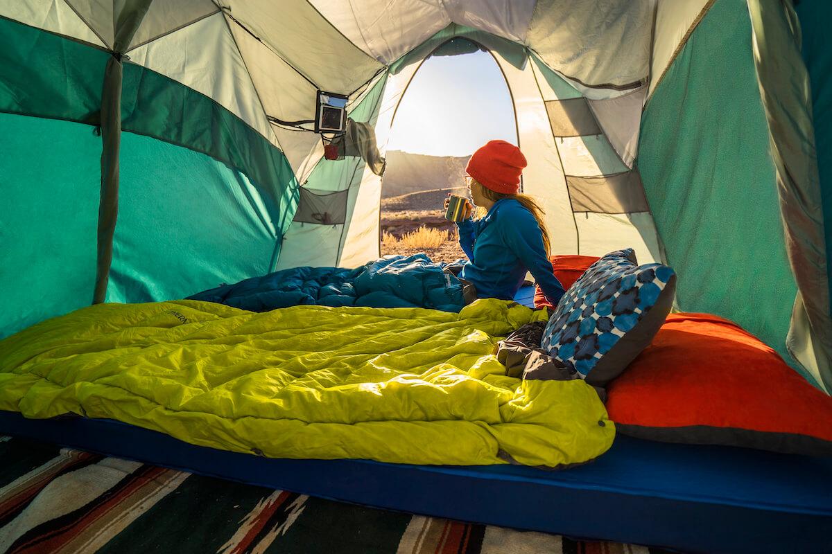 Obłędny poranek na pustyni z materacem MondoKing 3D i kołderką Therm-a-Rest